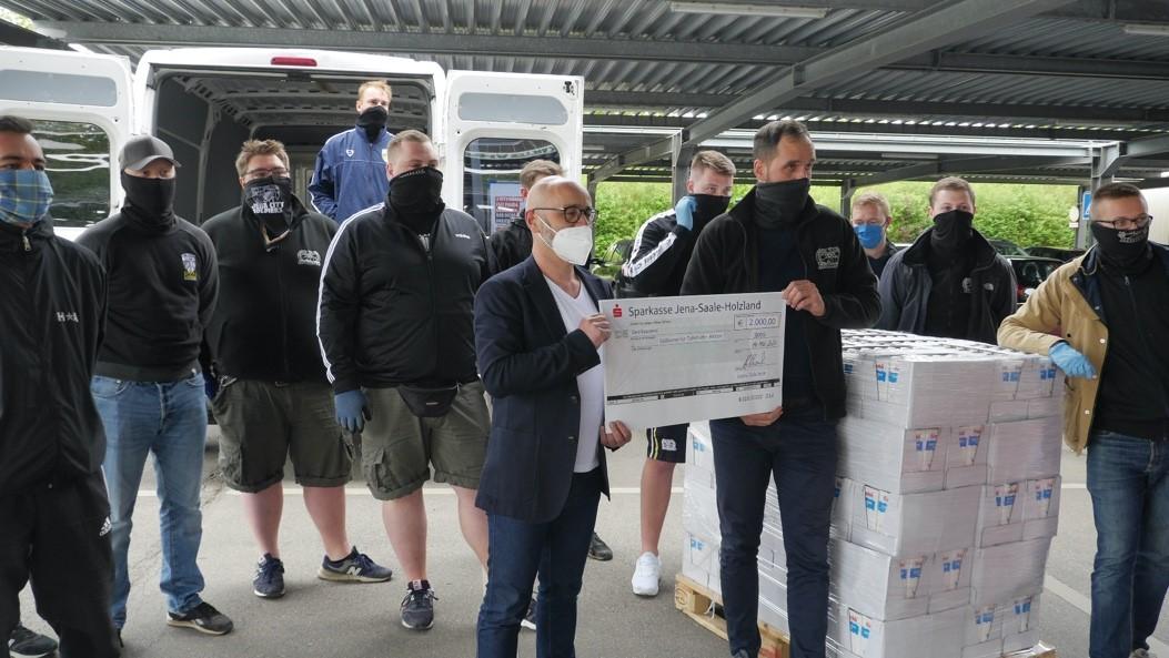 Fans des FC Carl Zeiss und der Lions-Club-Jena helfen den Thüringer Tafeln während der Corona-Pandemie